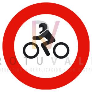 R-104-Señal-entrada-prohibida-a-motocicletas-Rotuvall
