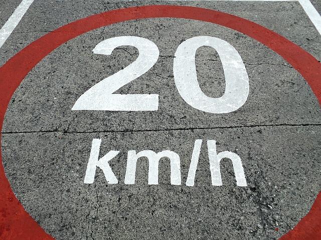 Todas las localidades españolas deben adaptar los límites de velocidad de sus vías antes del 11 de mayo