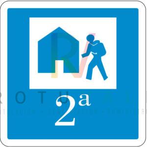 Placa de albergue turístico de segunda categoría de Galicia fondo blanco pictogramas en azul